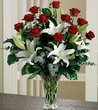 Long-Stem Roses and Lilies Arrangement( Vase Variety)