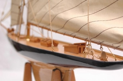Authentic Models 1901 America's Cup Boat - Columbia
