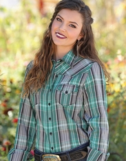 Cruel Women's Long Sleeve Arena Fit Plaid Button Down Shirt - Green
