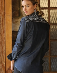 Cruel Women's Long Sleeve Boyfriend Fit Embroidered Chambray Snap Shirt - Blue