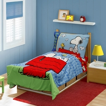 "Peanuts ""Snoopy On The House"" Toddler Bed Set"