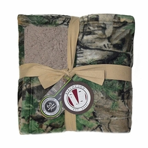 "Realtree XTra Green 50""x60"" Fleece Sherpa Blanket"