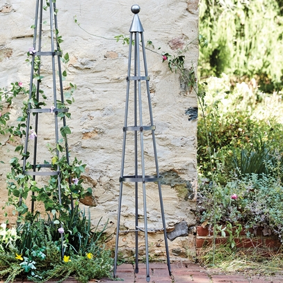 Small Wrought Iron Garden Obelisk 61