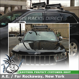 Thule Universal Pull Top Ski & Snowboard Rack on Factory Cross Rails for a 2013 Jeep Grand Cherokee