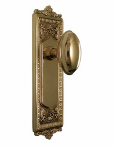Egg and Dart Backplate and Homestead Knob, Privacy, Brass