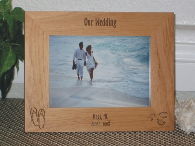 Nags Head Picture Frame - Personalized Frame - Laser Engraved Flipflops and Beach Shells