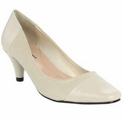 SALE! Wide Width Bone Color Christie Pump Shoes Sizes 8.5ww