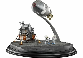 Apollo 11 CSM & LM Model w/ Astronaut Figures - Dragon Wings 50381 - click to enlarge