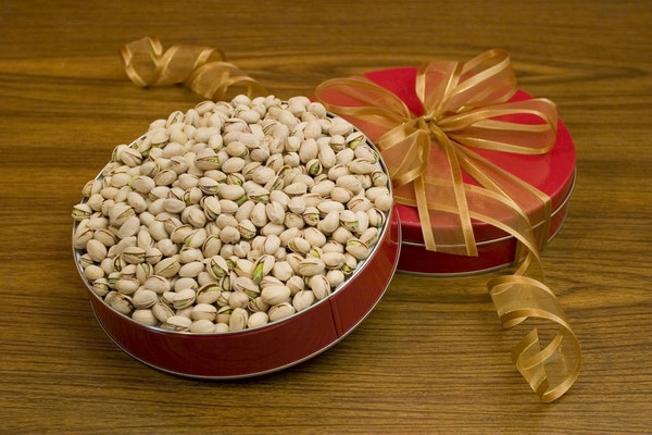 28oz Colossal California Pistachios Gift Tin