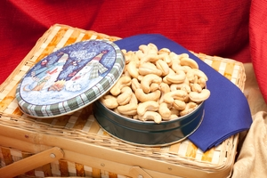 8 oz Salted Giant Cashew Holiday Gift Tin
