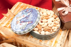 8oz Superior Mixed Nuts Holiday Gift Tin