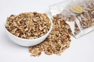 Walnut Medium Pieces - Syrupers (1 Pound Bag)