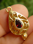 Clasp With Faceted Garnet - 22 kt. Gold Vermeil<br>GCL-12G