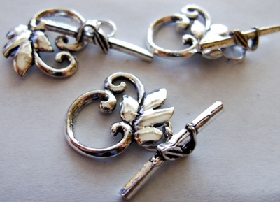 Toggle w/ Leaf Detail - 23x19mm Loop w/ 21mm Bar - 4 Clasps - .999 Silver Over Copper