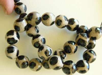 Agate window beads 13mm Faceted Black and white