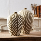 Tozai Home Set Of 2 Leaf Vases
