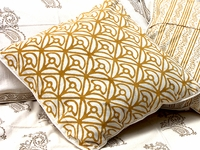 Tilonia® Home: Decorative Pillow Cover - Mod Mum in Gold