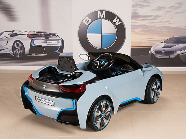 Magic Cars BMW i8 12 Volt Ride On On RC Car For Children W