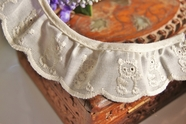 "1-1/4"" Ivory Cream Teddy Bear Embroidered Vintage Ruffled Lace Trim"