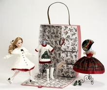 "10"" CISSETTE CHRISTMAS TRUNK SET"