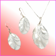 White Mother of pearl matching set