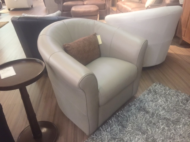 B738 Natuzzi Swivel Chair in Dove Leather