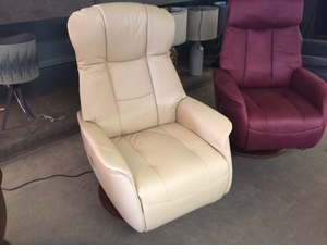 Norwegian Ivory Leather Power Recliner