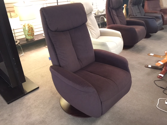Norwegian Raana Medium Push Back Swivel Recliner