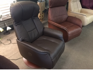 Norwegian Roalden Leather Motorized Swivel Recliner
