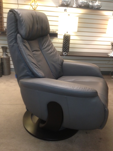 Slogan Medium Swivel Recliner