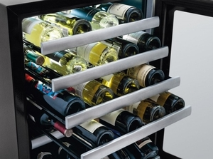 EI24WC10QS Electrolux - 24'' Under-Counter Wine Cooler - Right Hinge - Stainless Steel