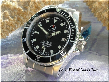 NEW 3077 O &W Diver in stock 200 meters - superb