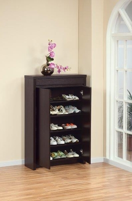 Capacious Shoe Cabinet With 5 Adjustable Shelves.