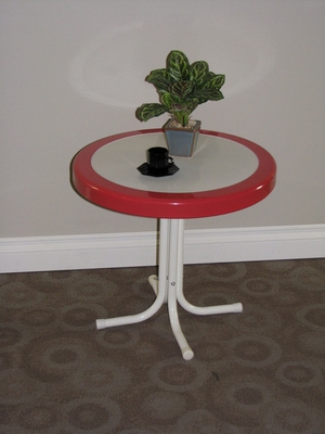 4D Concepts Metal Retro Round Table with Redecoral Border