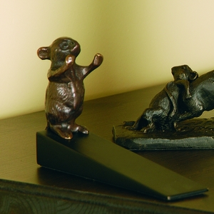 Pushing Mouse Doorstop in Brass by SPI-HOME