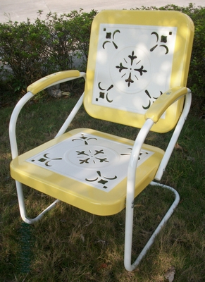 4D Concepts Retro Style Vintage Yellow bordered White Metal Chair