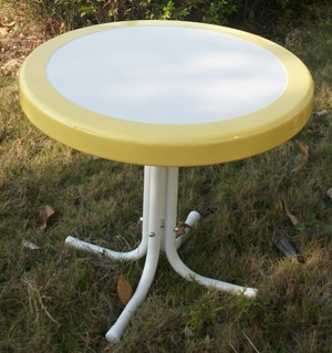 4D Concepts White Metallic Round Stand with Pretty Yellow Border