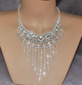 BOLD AND BEAUTIFUL RHINESTONE JEWELRY SET - ONE SET REMAINING