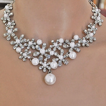 BRIDAL DAISIES WEDDING NECKLACE AND EARRINGS SET