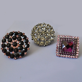COSTUME RINGS - LARGE WITH ELASTIC BAND