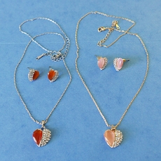 HEARTS AGLITTER PENDANT NECKLACE SET