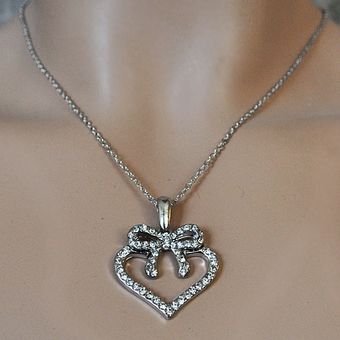 HEARTS WITH BOW NECKLACE