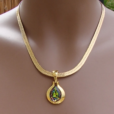 VINTAGE GOLD NECKLACE WITH OVAL PENDANT