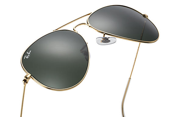 Ray-Ban Aviator Classic Sunglasses with Gold Frame Green Classic G-15 Lens  - The Warming Store 3c6951fb18c