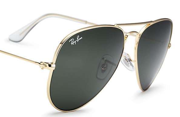 Ray-Ban Aviator Classic Sunglasses with Gold Frame Green Classic G-15 Lens  - The Warming Store c7b1a72e81bd