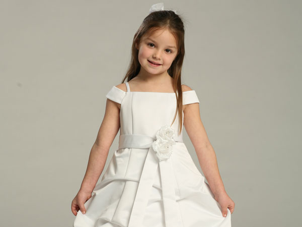 10 things you need to know when caring for flower girl dresses caring for a flower girl 10 things you need to know mightylinksfo