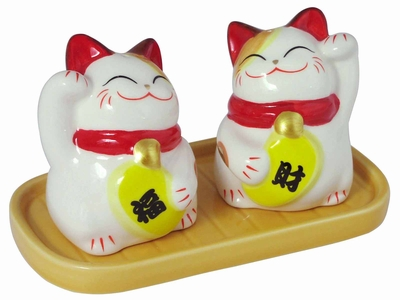 Adorable Lucky Pair of Japanese Maneki Neko Salt and Pepper Shaker