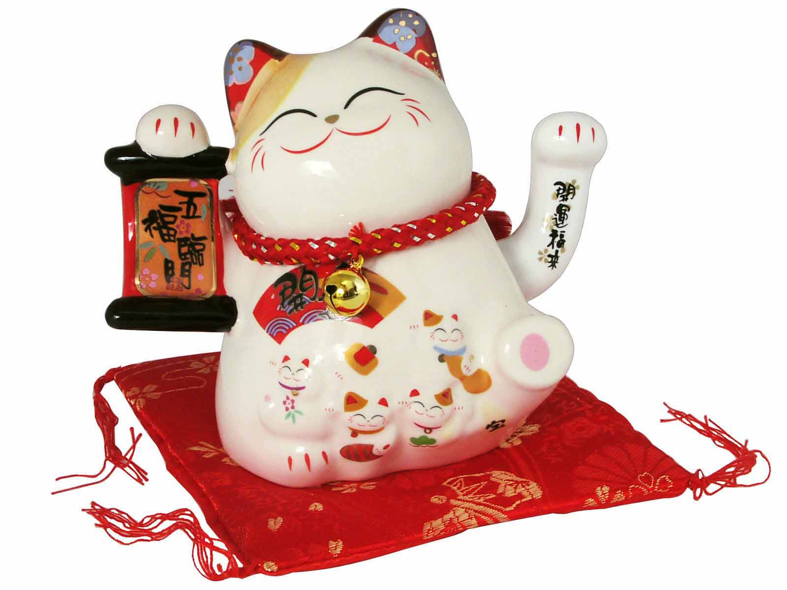 japanese lucky charms maneki neko maneki neko lucky cat. Black Bedroom Furniture Sets. Home Design Ideas