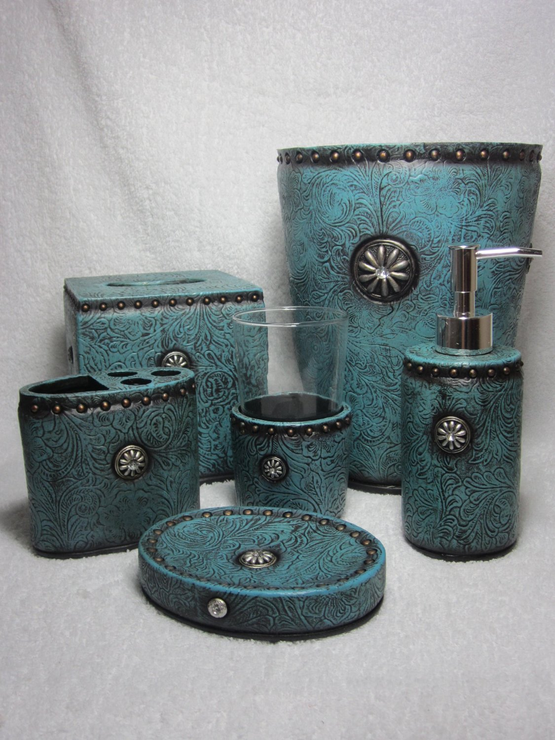 Western bathroom hardware sets amazing yellow western for Turquoise bathroom accessories sets