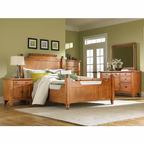 Broyhill - Attic Heirlooms Feather King Bedroom Set
